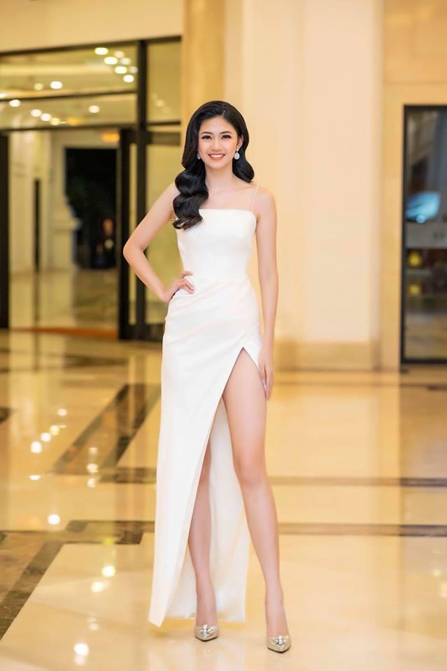 Váy cưới thì kín đáo thế thôi, bình thường á hậu Thanh Tú cực kỳ thích váy xẻ đùi cao tít tắp khoe đôi chân cực phẩm - ảnh 8