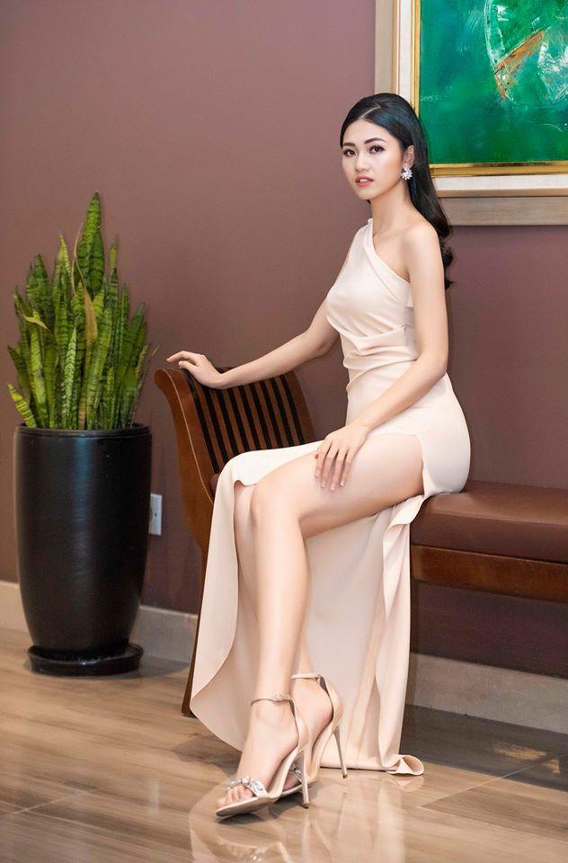Váy cưới thì kín đáo thế thôi, bình thường á hậu Thanh Tú cực kỳ thích váy xẻ đùi cao tít tắp khoe đôi chân cực phẩm - ảnh 10
