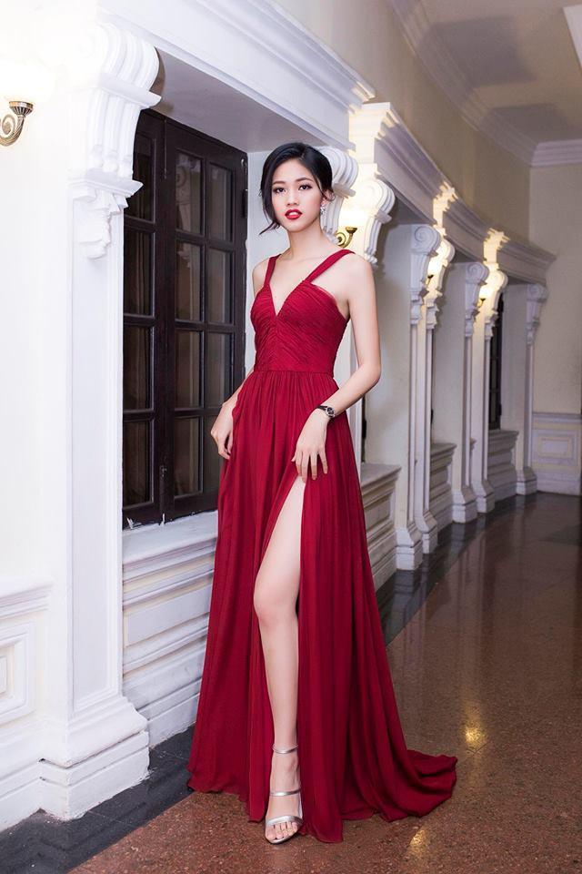 Váy cưới thì kín đáo thế thôi, bình thường á hậu Thanh Tú cực kỳ thích váy xẻ đùi cao tít tắp khoe đôi chân cực phẩm - ảnh 11