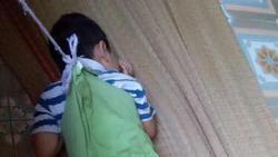 Phụ huynh chụp được ảnh bé trai 4 tuổi bị buộc dây vào người ở trường mẫu giáo, giáo viên nói: 'Ai đó đã làm việc này để đổ oan chúng tôi'