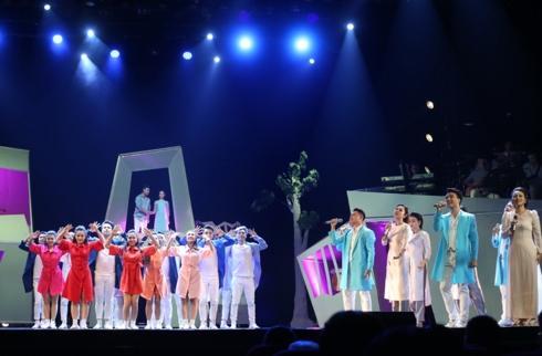 Trốn bác sĩ để đi hát, Hồng Nhung tái nhập viện sau show diễn tại Hà Nội-1
