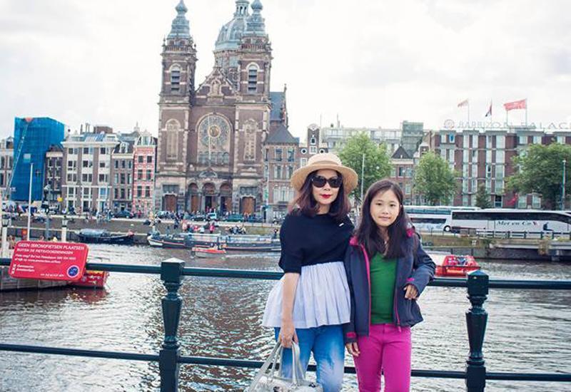 Vài năm không gặp, hai con gái của ca sĩ Mỹ Lệ gây bất ngờ vì ngoại hình phổng phao, gương mặt chuẩn hotgirl-10