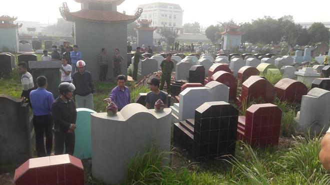 Gần trăm ngôi mộ bị đập vỡ bát hương trong đêm-1
