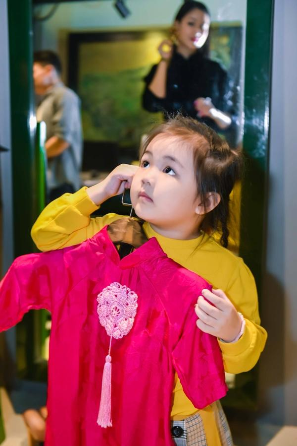 Đúng máu mẹ, con gái Maya càng lớn càng xinh đẹp đáng yêu và cực kỳ dạn dĩ trước ống kính-9