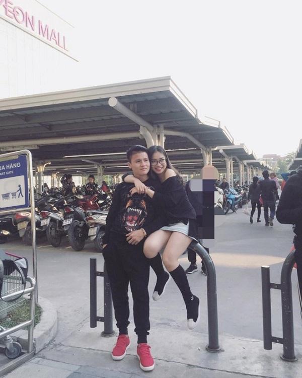 Chuyện tình ngọt ngào với những bóng hồng xinh đẹp của 5 cực phẩm đội tuyển Việt Nam-3