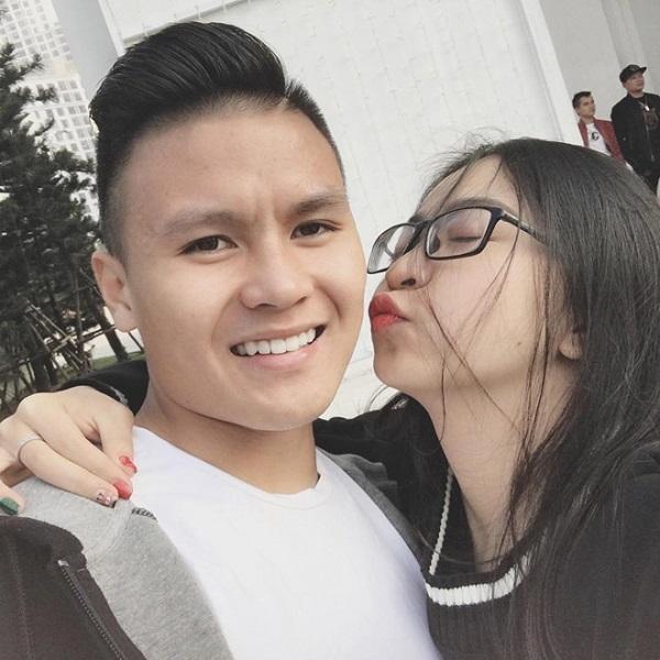 Chuyện tình ngọt ngào với những bóng hồng xinh đẹp của 5 cực phẩm đội tuyển Việt Nam-4