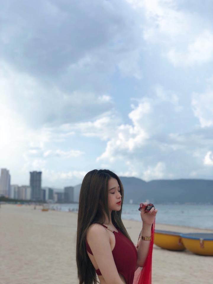 Khoe ảnh mặt học sinh thân hình phụ huynh, Linh Ka khiến dân mạng hoang mang không bơm chắc cũng độn-2