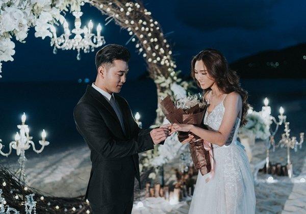 TRỰC TIẾP: Ưng Hoàng Phúc - Kim Cương diện áo cưới lộng lẫy cùng 2 con đón khách tới dự tiệc cưới-1