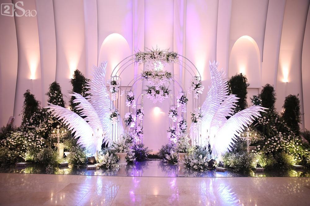 Không gian tiệc cưới vô cùng sang trọng trước giờ G-8