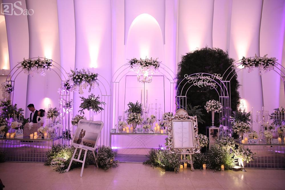 Không gian tiệc cưới vô cùng sang trọng trước giờ G-6