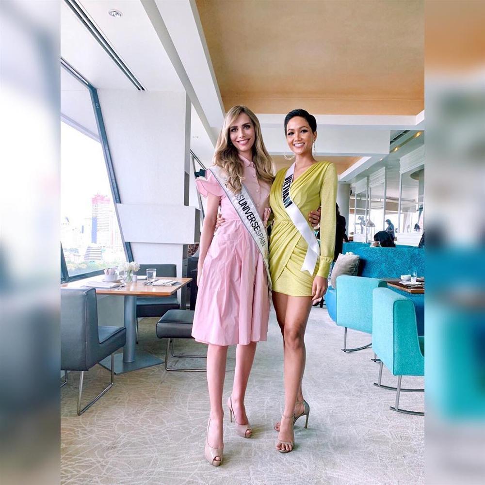 Bất ngờ với cách cư xử của HHen Niê và dàn mỹ nhân khi chạm mặt thí sinh chuyển giới tại Miss Universe 2018-4