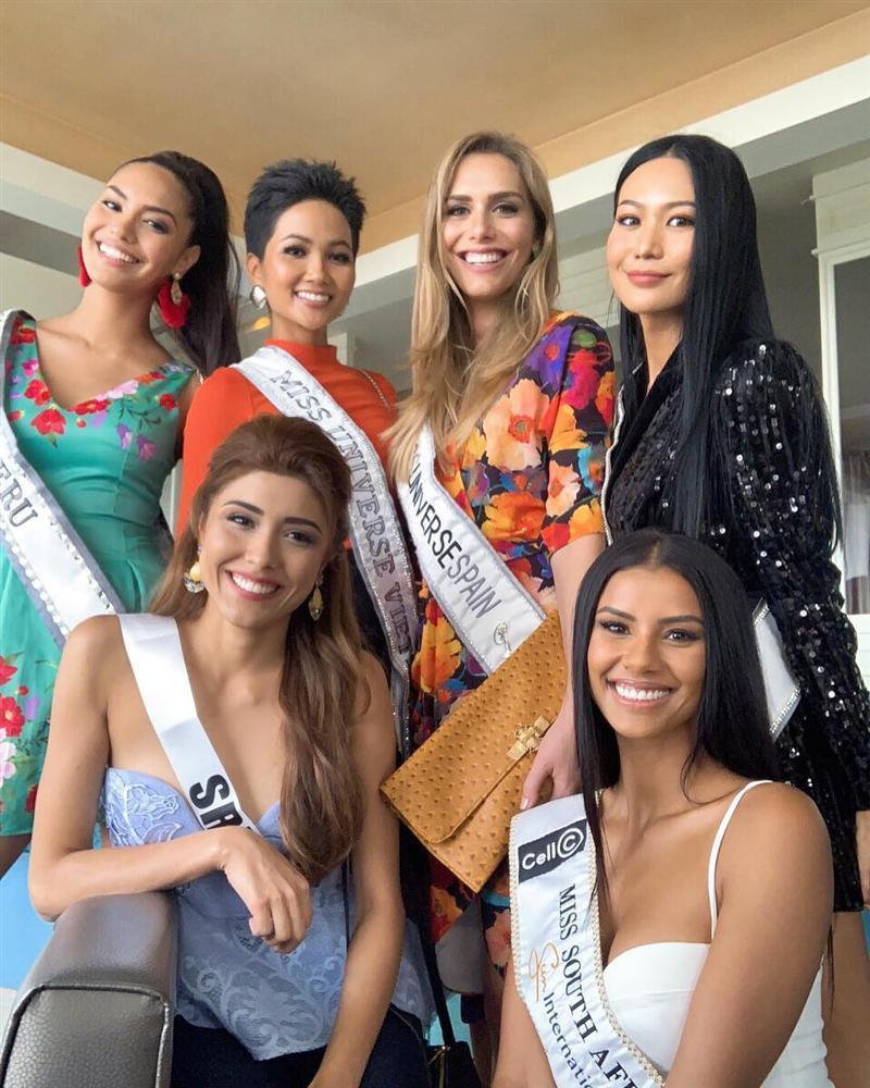 Bất ngờ với cách cư xử của HHen Niê và dàn mỹ nhân khi chạm mặt thí sinh chuyển giới tại Miss Universe 2018-5