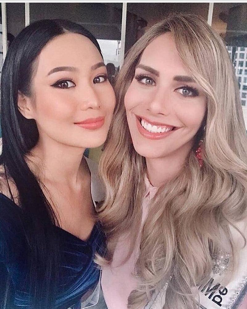 Bất ngờ với cách cư xử của HHen Niê và dàn mỹ nhân khi chạm mặt thí sinh chuyển giới tại Miss Universe 2018-10