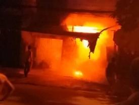 Cháy lớn dãy trọ: 1 người chết, 20 người mắc kẹt được giải cứu