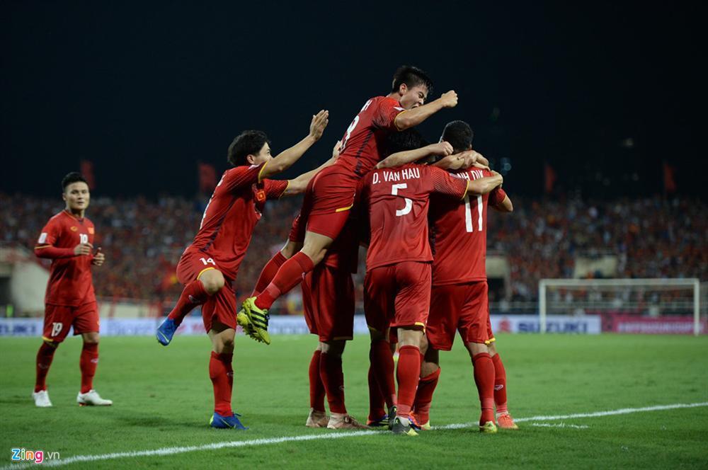 Giương cao quốc kỳ trên đất Thái, HHen Niê chúc đội tuyển Việt Nam chiến thắng trận bán kết AFF Cup 2018-2