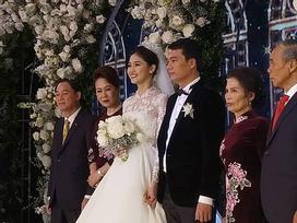 Á hậu Thanh Tú hôn bạn trai CEO trong lễ cưới lãng mạn