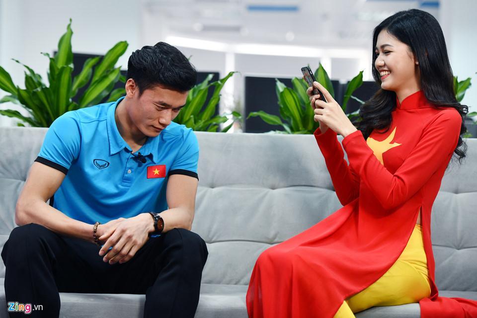 Đang làm cô dâu lộng lẫy, Á hậu Thanh Tú bỗng hét ầm khi đội tuyển Việt Nam ghi bàn tại bán kết AFF Cup 2018-3