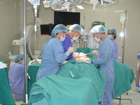 Kinh hoàng 3 bệnh nhân bị lột cả mảng da do máy bóc vỏ gỗ