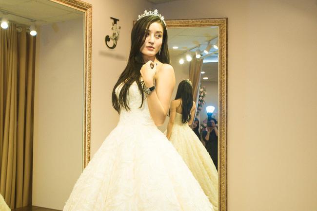 Lộ ảnh mặc váy cưới gây sốt của Á hậu Huyền My giữa nghi án chia tay thiếu gia đình đám Hà thành-1