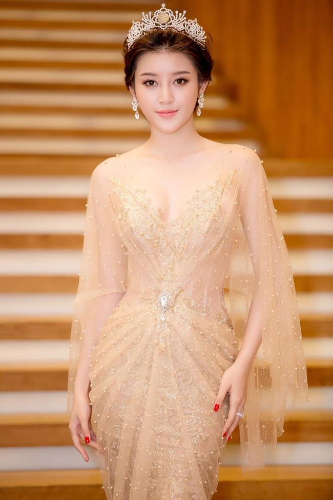 Lộ ảnh mặc váy cưới gây sốt của Á hậu Huyền My giữa nghi án chia tay thiếu gia đình đám Hà thành-4