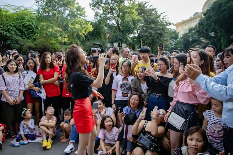Hương Tràm ngạc nhiên khi thấy đông đảo fan nhí đồng thanh hát Duyên mình lỡ-3