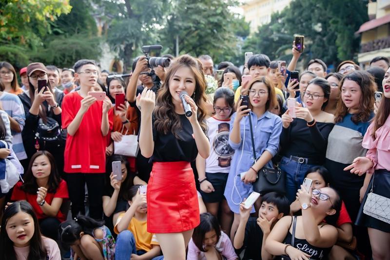 Hương Tràm ngạc nhiên khi thấy đông đảo fan nhí đồng thanh hát Duyên mình lỡ-4