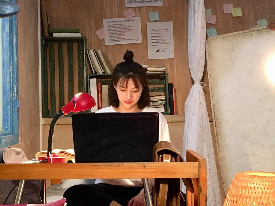 Trên phim Hai Lúa quê mùa, thế mà ngoài đời Lưu Đê Li sở hữu gu thời trang sexy hết cỡ-5