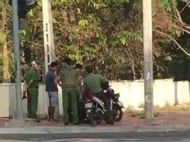 Nữ phó chủ tịch HĐND phường bị bắn chết khi đang chào cờ