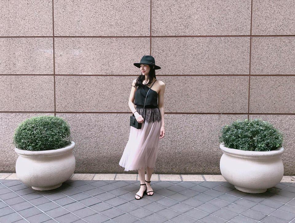 Trên phim Hai Lúa quê mùa, thế mà ngoài đời Lưu Đê Li sở hữu gu thời trang sexy hết cỡ-16