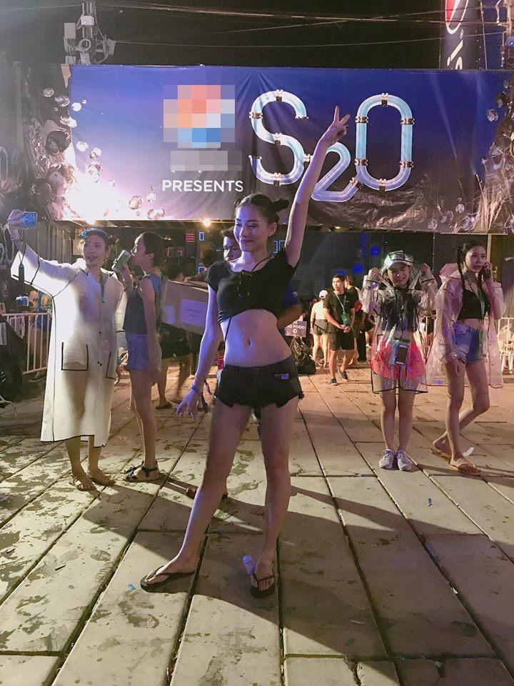 Trên phim Hai Lúa quê mùa, thế mà ngoài đời Lưu Đê Li sở hữu gu thời trang sexy hết cỡ-10