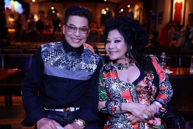 Đỡ không nổi gu thời trang hoa hòe hoa sói của MC Thanh Bạch ở tuổi 59-3