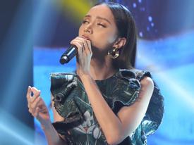 Lâu lâu mới đi hát, Hoa hậu chuyển giới Hương Giang đã bị cameraman hại mắt bồ câu thành trắng dã