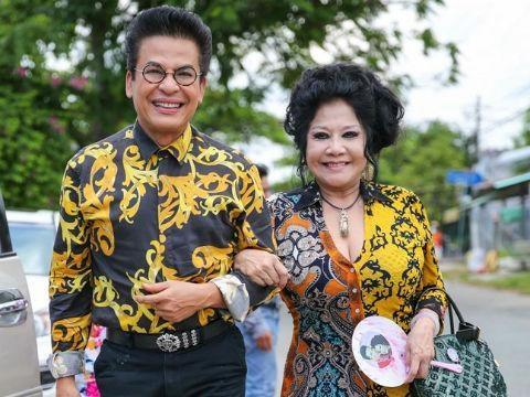 Đỡ không nổi gu thời trang hoa hòe hoa sói của MC Thanh Bạch ở tuổi 59-13