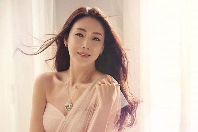 Người đẹp khóc Choi Ji Woo lần đầu tiên xuất hiện trên truyền hình sau khi kết hôn trai trẻ-1