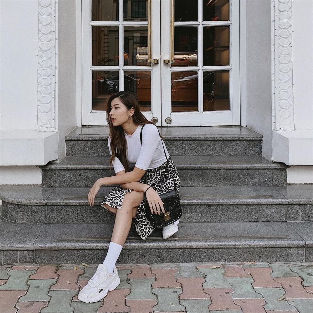 Thúy Vi đốt mắt với mốt quần short 15cm - Hòa Minzy diện đầm trắng thả thính trước tin đồn sắp lên xe hoa-9