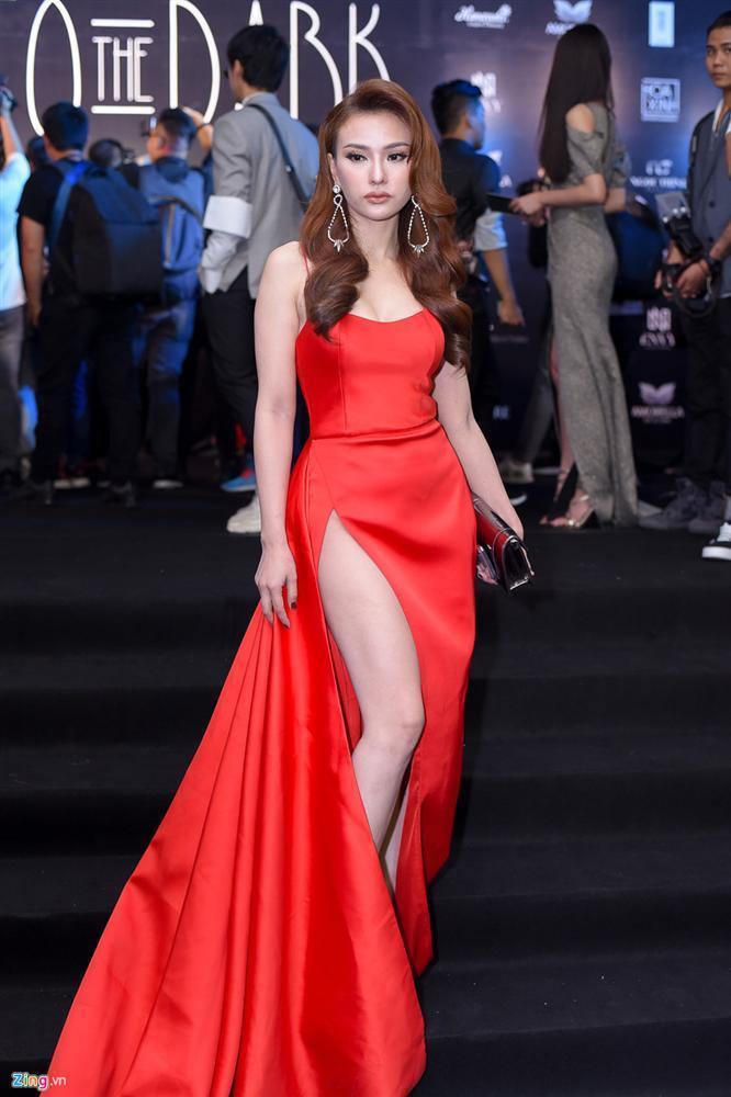 Váy áo đỏ rực dự đám cưới Ưng Hoàng Phúc, Thu Thủy khiến ai nấy giật nảy với gương mặt bố mẹ nhận không ra-6