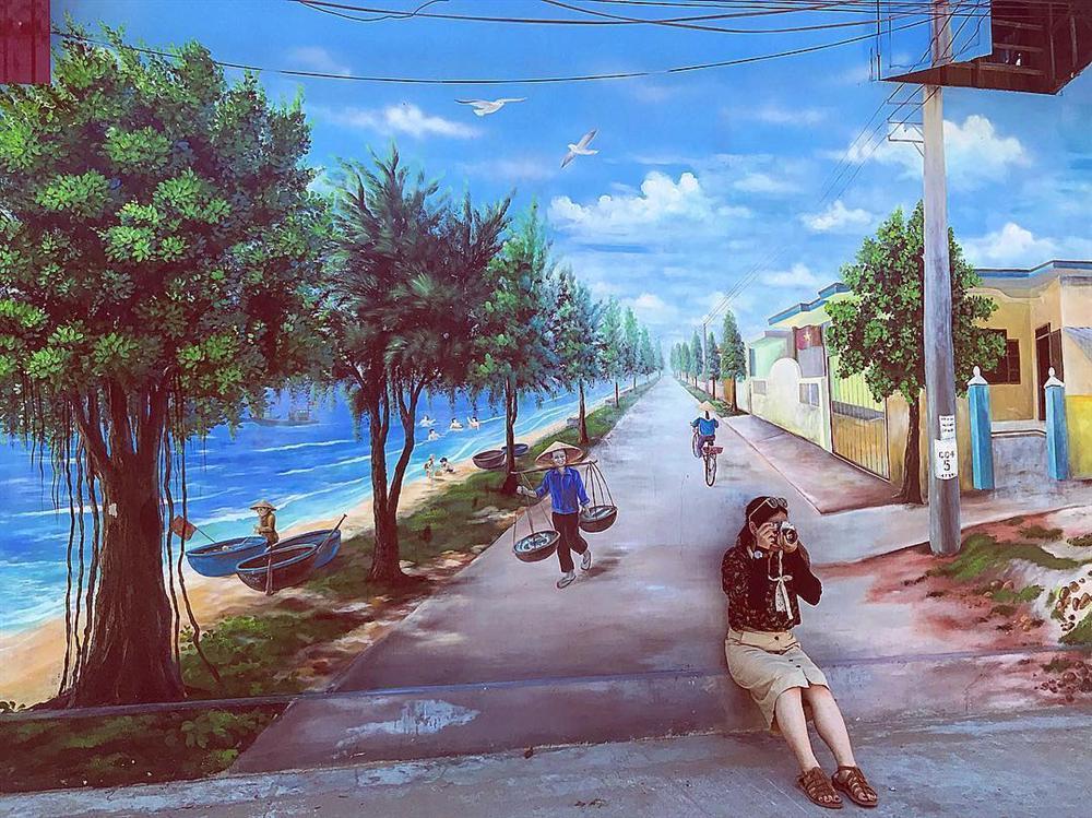 Check- in ngôi làng bích họa đẹp mộng mơ ở Quảng Bình-1
