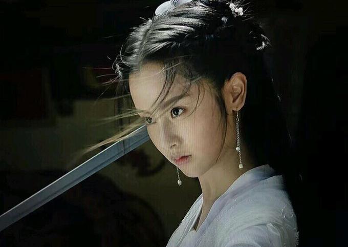Bị chê thê thảm khi xuất hiện trên poster Thần điêu đại hiệp 2018, thực ra ngoài đời Tiểu Long Nữ rất xinh-3