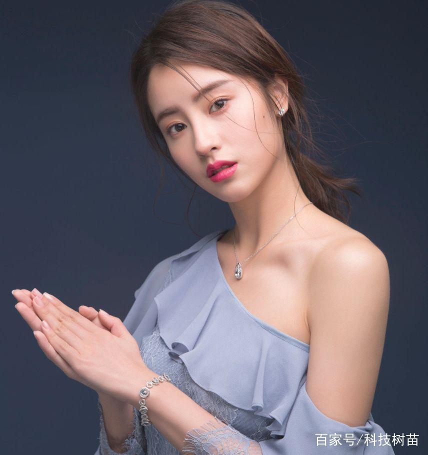 Bị chê thê thảm khi xuất hiện trên poster Thần điêu đại hiệp 2018, thực ra ngoài đời Tiểu Long Nữ rất xinh-5