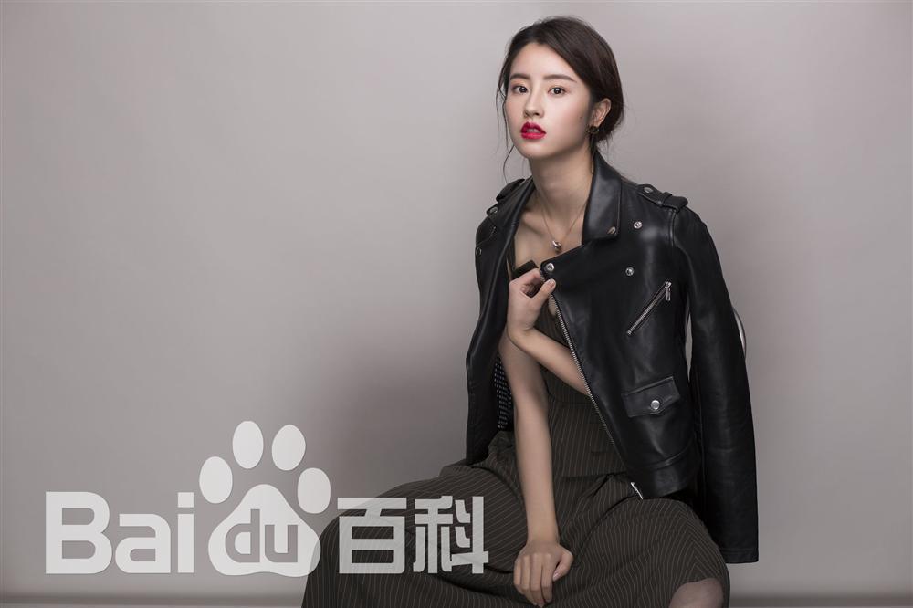 Bị chê thê thảm khi xuất hiện trên poster Thần điêu đại hiệp 2018, thực ra ngoài đời Tiểu Long Nữ rất xinh-9