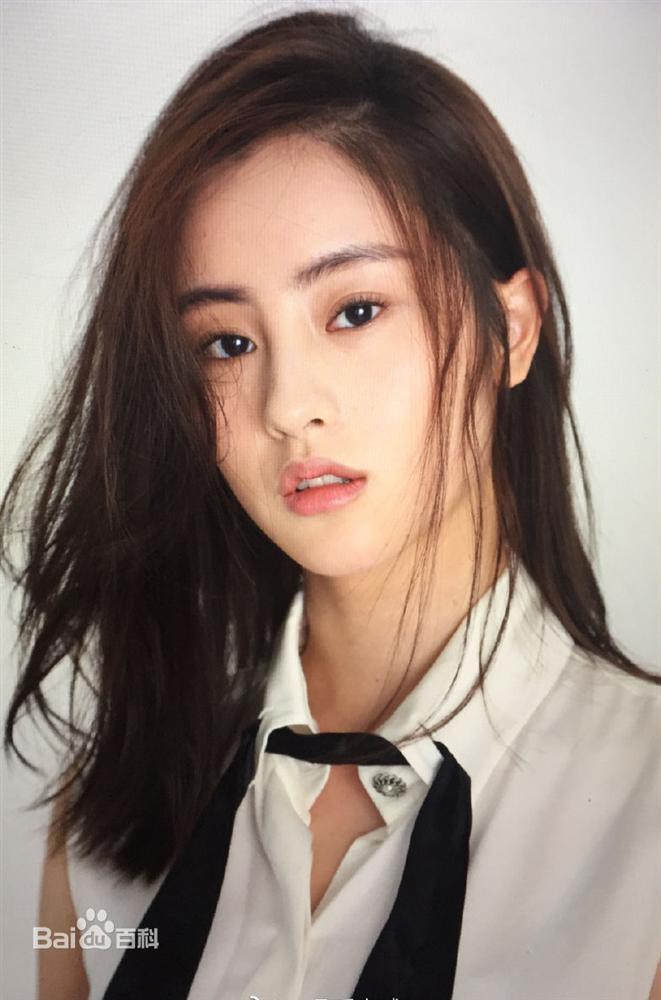 Bị chê thê thảm khi xuất hiện trên poster Thần điêu đại hiệp 2018, thực ra ngoài đời Tiểu Long Nữ rất xinh-10