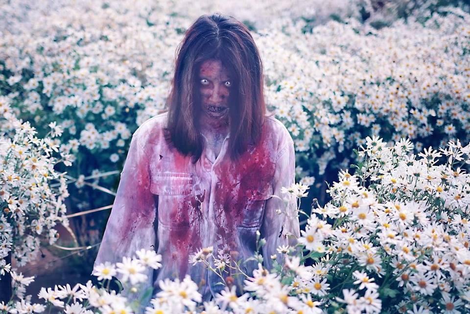 Xác sống vật vờ giữa vườn cúc họa mi, đố ai không sốc tận óc khi xem loạt khoảnh khắc này-4