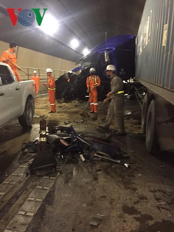 Tai nạn trong hầm đường bộ Hải Vân, ách tắc giao thông Bắc - Nam-3