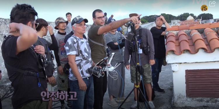 Encounter tung clip hậu trường ở Cuba: Park Bo Gum nghịch ngợm, Song Hye Kyo sang chảnh nhưng thân thiện-8