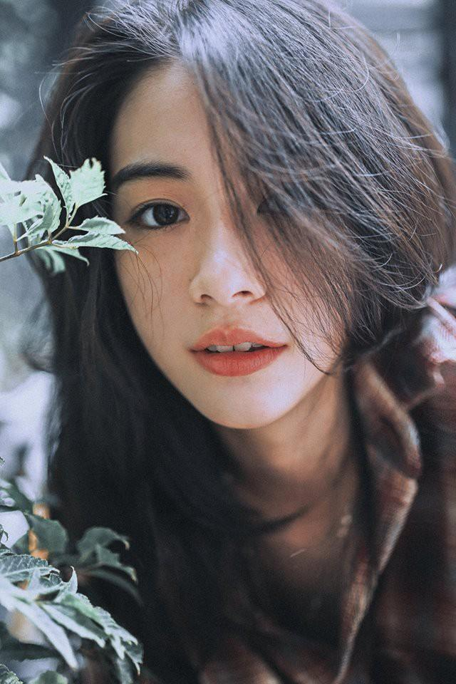 Cô nàng đi dép lê, ngồi bụi cây, chụp ảnh tự sướng vẫn xinh đẹp bất chấp-2