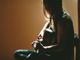 Những câu chuyện tình yêu tan vỡ, làm mẹ đơn thân trong đau đớn chỉ vì 'ăn cơm trước kẻng'