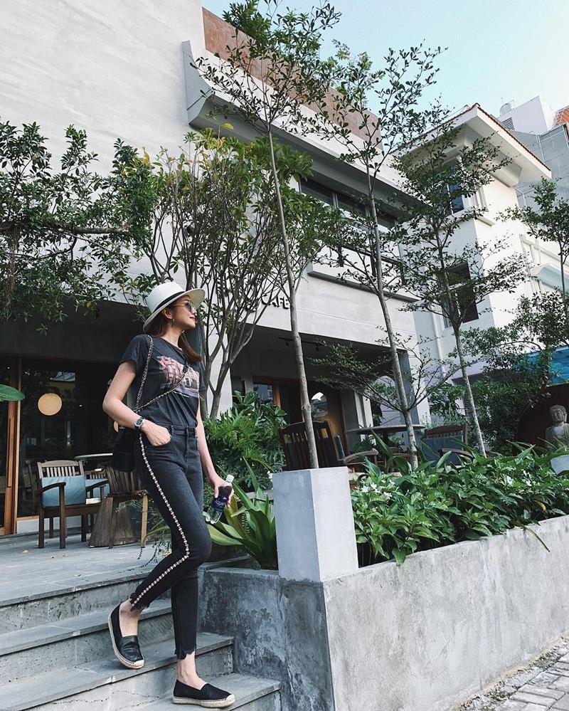 Hương Tràm khoe nửa vòng 1 nóng bỏng - Sơn Tùng bất ngờ dịu dàng đằm thắm đẹp nhất STREET STYLE sao Việt-7