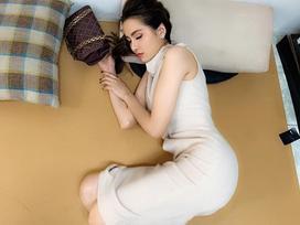Hoa hậu Diễm Hương được khen 'ngủ thôi cũng đẹp' khi bị chụp trộm khoảnh khắc say giấc nồng