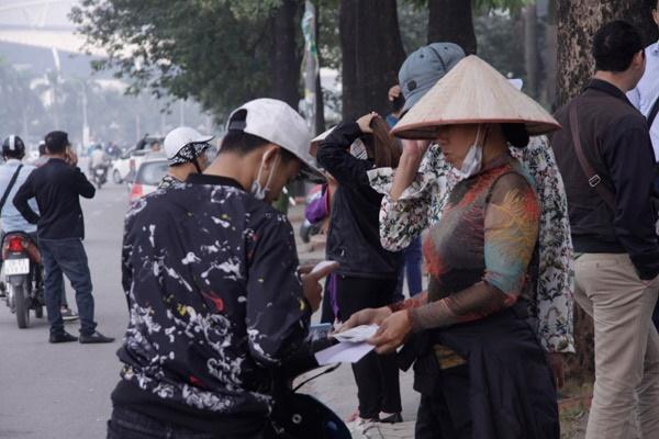 Trước trận bán kết Việt Nam - Philippines lượt về: Giá vé chợ đen tăng chóng mặt-2