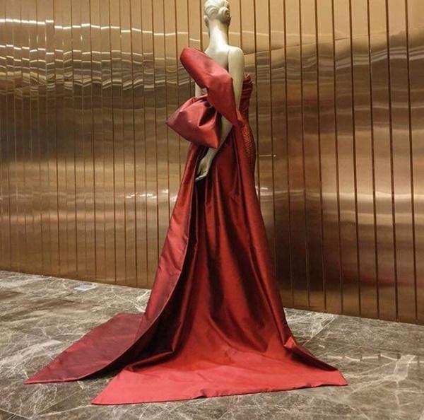 Chiếc váy bí ẩn của Hhen Niê đang khiến dân mạng toát mồ hôi đồn đoán, tranh cãi-6